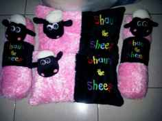 boneka bantal guling shaun the sheep