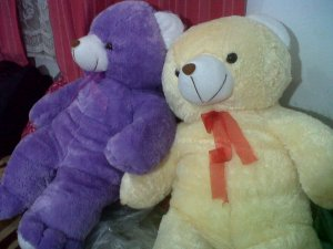 boneka beruang besar ungu