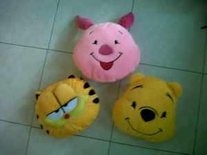boneka bantal pooh , garfield, dan piglet