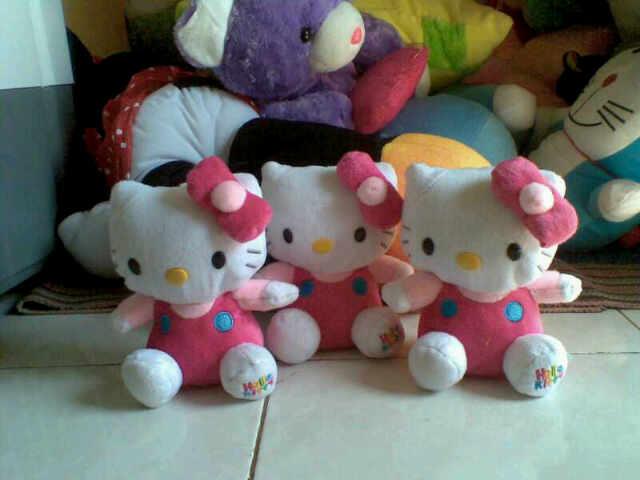 boneka Hello Kitty imut