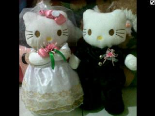 boneka hello kitty pengantin
