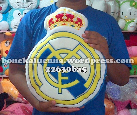 bantal club bola madrid