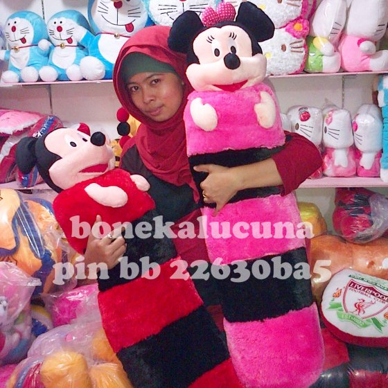 guling minnie mickey mouse besar