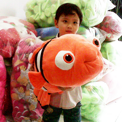 boneka-ikan-nemo-besar