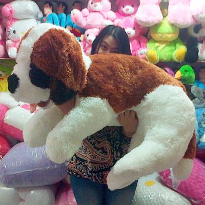 boneka anjing besar bernard