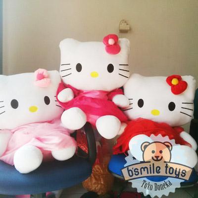 boneka-hello-kitty-gaun