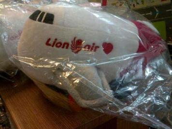 boneka pesawat lion air lucu