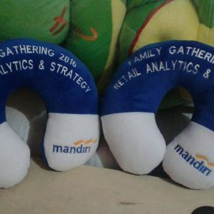 souvenir-bantal-leher-bank-mandiri-family-gathering
